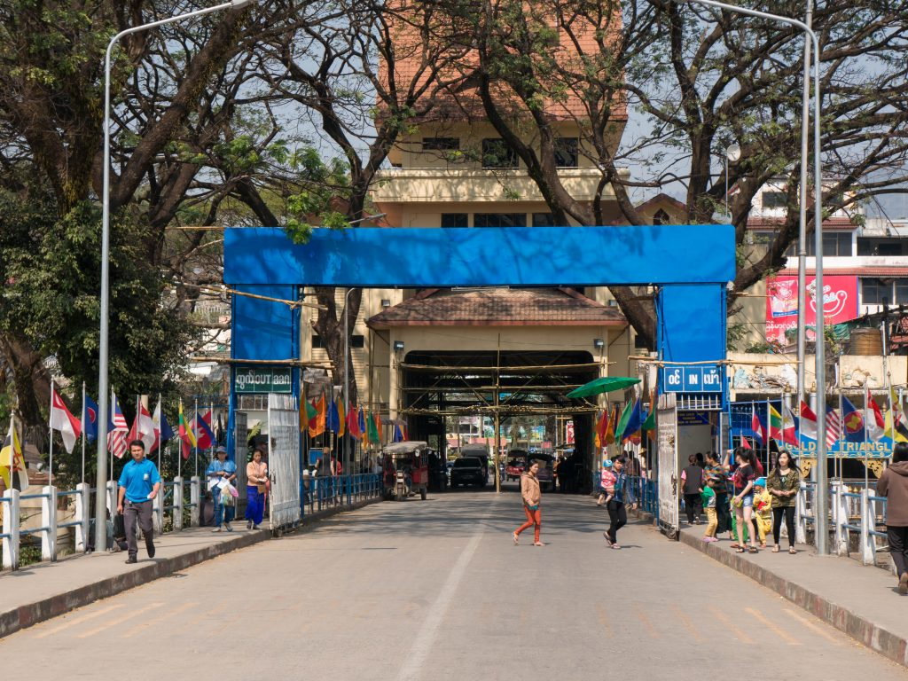 Blick auf die Grenze zu Myanmar aus Thailand