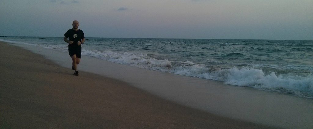 Sören beim Laufen am Klong Nin Beach