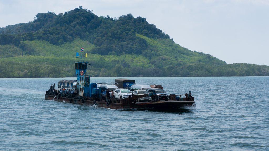 Autofähre zwischen Koh Lanta und dem Festland