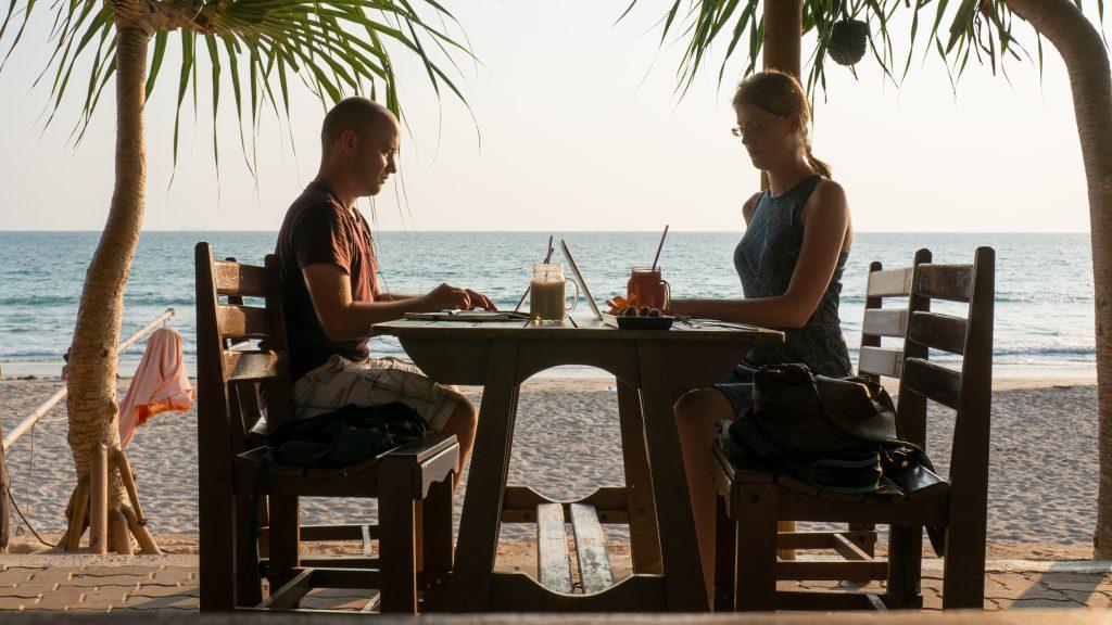 Lena und Sören von Die Welt Entdecken beim Arbeiten auf Koh Lanta