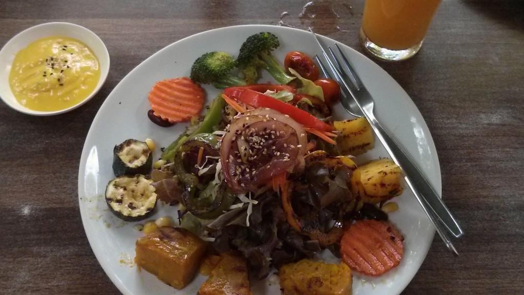 Lenas Lieblingssalat bei Pun Pun in Chiang Mai: weniger als 3 Euro