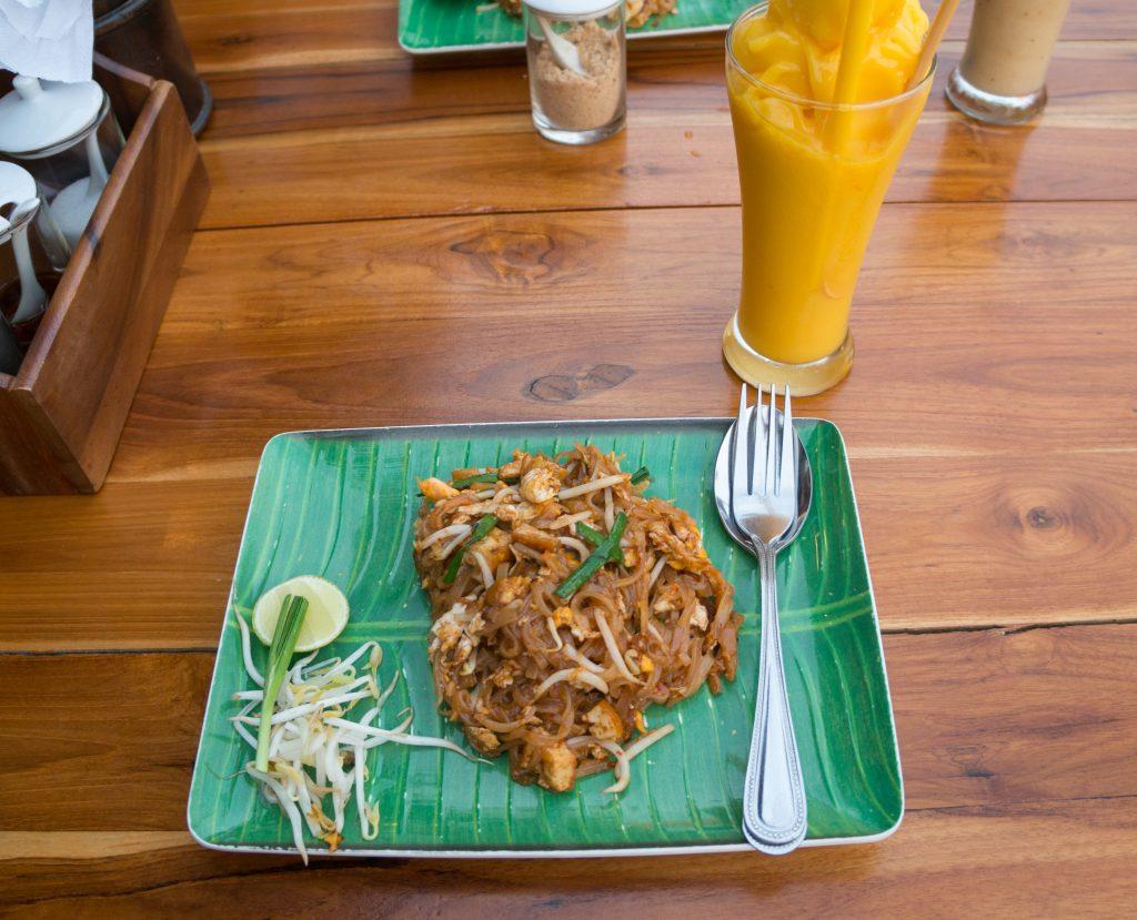 Vegetarisches Pad Thai für 90 Baht im Rock'n'Roll