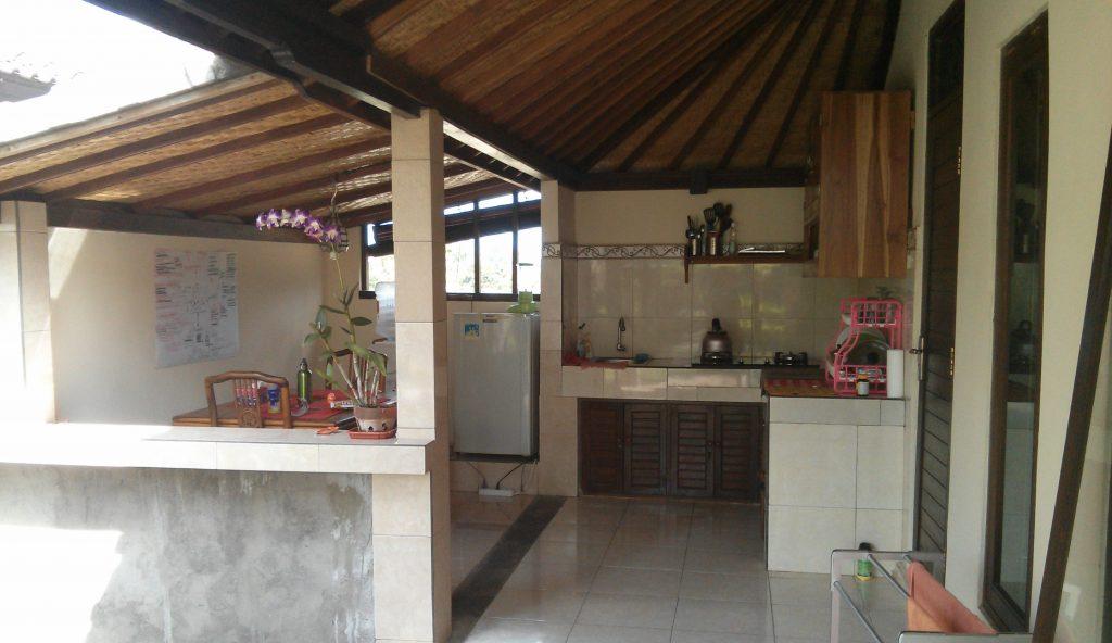 Offene Küche mit Sitzbereich in der Nick Villa