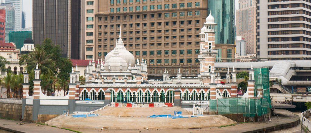 Die älteste Moschee Kuala Lumpurs, die Masjid Jamek, während der Renovierungsarbeiten.