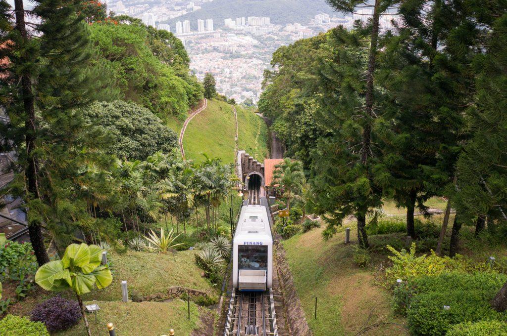 Die Seilbahn, die auf den Penang Hill fährt.